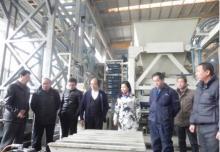 北京仁创集团秦升益莅临银马免烧砖机指导工作