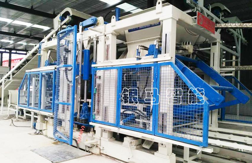 自动化制砖生产设备:免烧砖机设备型号如何区分?